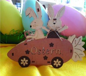 Osterhase im Rüebli-Auto mit Licht